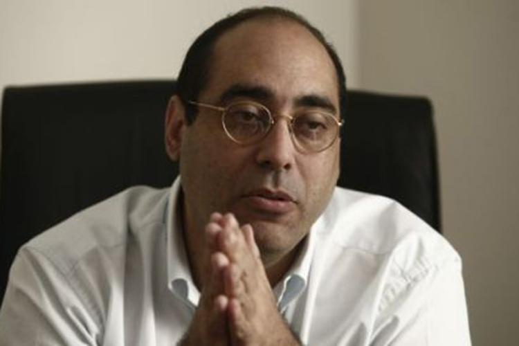 Los políticos tienen que seguir el ejemplo de los empresarios, dice Fernán Altuve