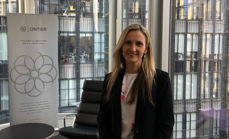 Danielle Carr, from ONTIER UK, speaks on expert panel at 2017 Global Legal ConFex in London