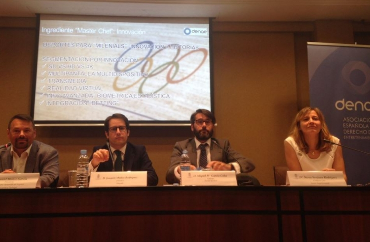 Joaquín Muñoz moderates the DENAE Forum about sports broadcasting rights