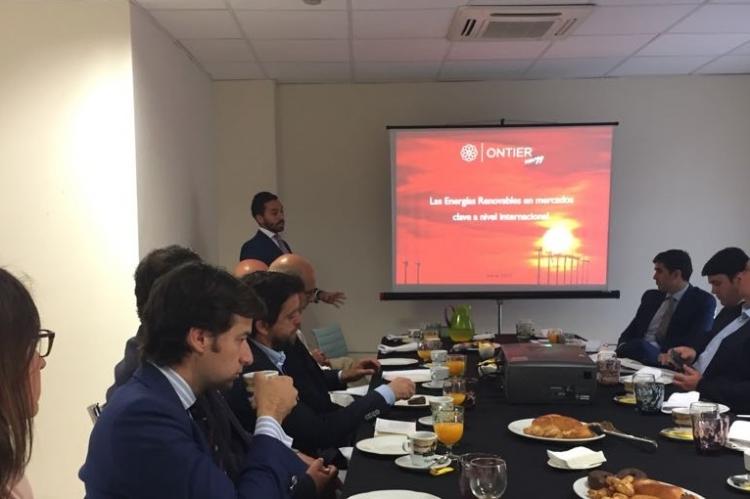 ONTIER Sevilla acoge un debate sobre las renovables en mercados clave para las empresas españolas